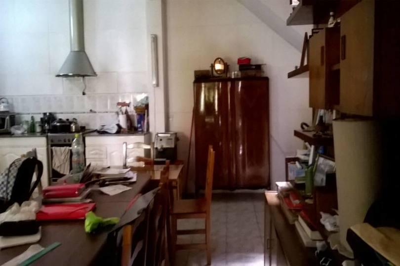 Flores,Capital Federal,4 Habitaciones Habitaciones,2 BañosBaños,PH Tipo Casa,PERGAMINO,1071