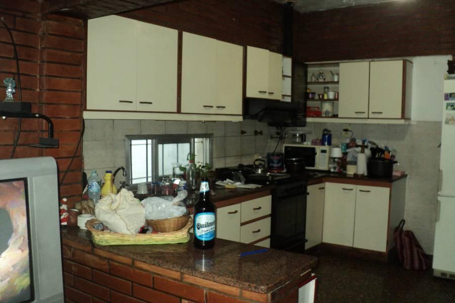 Aldo Bonzi,Buenos Aires,3 Habitaciones Habitaciones,1 BañoBaños,Casas,Cucha Cucha,1373