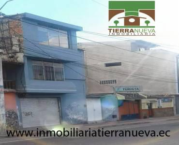 Se vende una Casa en el Centro de Otavalo A dos cuadras de la plaza de ponchos, tiene todos los servicios básicos (agua potable, luz y alcantarillado) consta con 3 departamentos independientes y 9 baños, con proyecto para un piso más. La casa se encuentra ubicada en un lugar turístico y puede ser adecuado  para un hostal  DE OPORTUNIDAD PRECIO: USD300.000 NEGOCIABLESPara mayor información y ventas visítanos en nuestra oficina: INMOBILIARIA TIERRA NUEVA Dirección Otavalo, Calle Piedrahita Nº 4-31 y Bolívar. Teléfonos: fijo: (06) 2927429  /  (02) 21110999  /  0998481848  /  0980561293 Whatsapp:  593980247008 https://chat.whatsapp.com/HfA6fXdTBcq7LDQ4iW1esD Website: www.inmobiliariatierranueva.ec Email: info@inmobiliariatierranueva.ec OTAVALO - ECUADOR