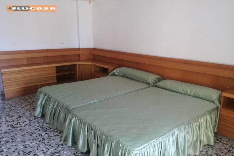 Alicante,Alicante,España,4 Bedrooms Bedrooms,1 BañoBathrooms,Pisos,11625