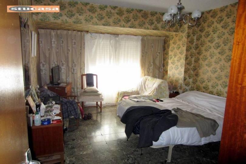Alicante,Alicante,España,4 Bedrooms Bedrooms,1 BañoBathrooms,Pisos,11634