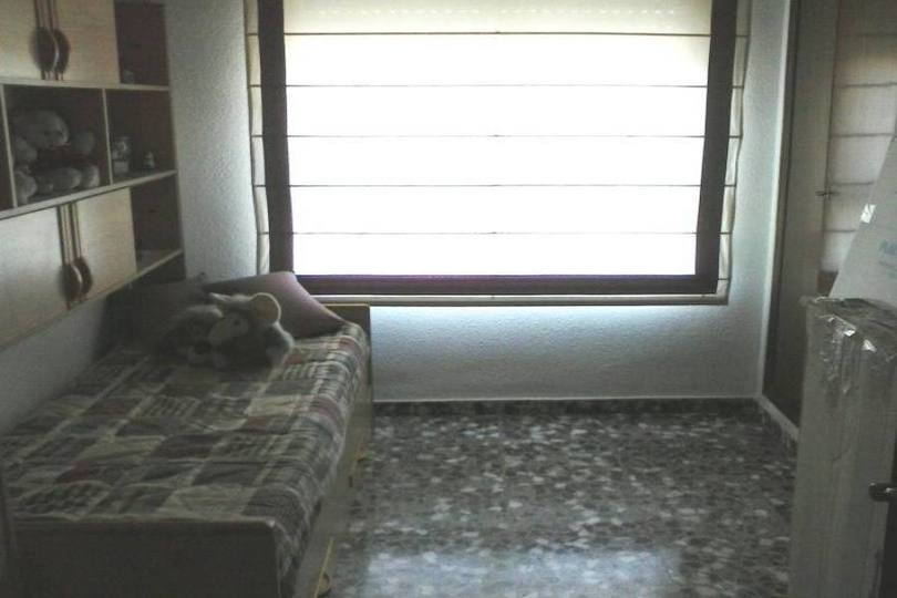 Alicante,Alicante,España,4 Bedrooms Bedrooms,1 BañoBathrooms,Pisos,11805