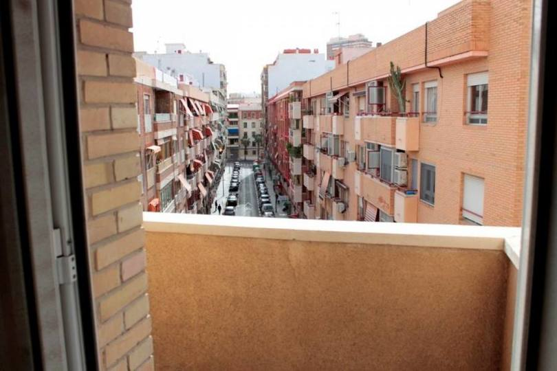 Alicante,Alicante,España,4 Bedrooms Bedrooms,1 BañoBathrooms,Pisos,11855