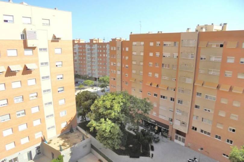 Alicante,Alicante,España,3 Bedrooms Bedrooms,2 BathroomsBathrooms,Pisos,12017