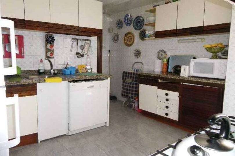 Alicante,Alicante,España,5 Bedrooms Bedrooms,2 BathroomsBathrooms,Pisos,12497