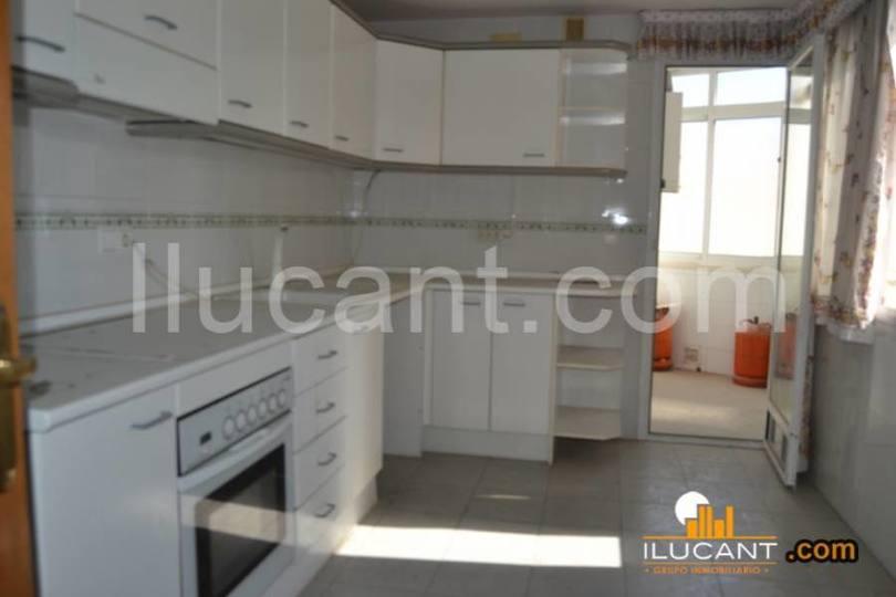 Alicante,Alicante,España,4 Bedrooms Bedrooms,2 BathroomsBathrooms,Pisos,12586
