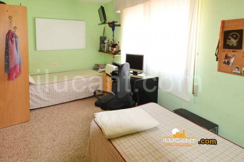 Alicante,Alicante,España,3 Bedrooms Bedrooms,2 BathroomsBathrooms,Pisos,12597
