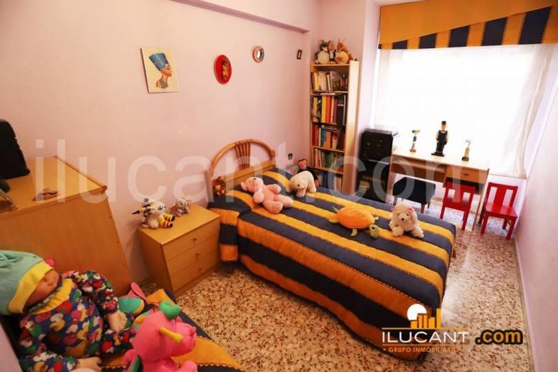 Alicante,Alicante,España,3 Bedrooms Bedrooms,1 BañoBathrooms,Pisos,12649
