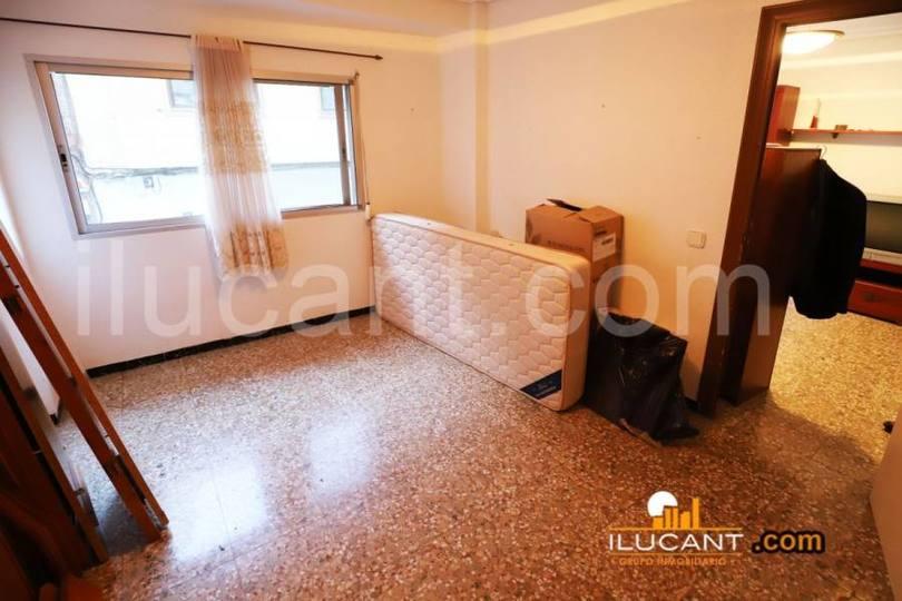 Alicante,Alicante,España,4 Bedrooms Bedrooms,1 BañoBathrooms,Pisos,12651