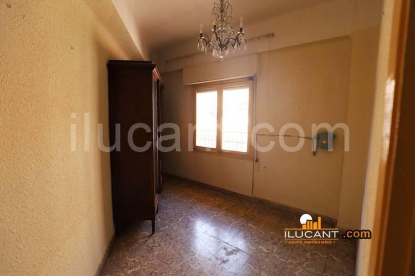 Alicante,Alicante,España,4 Bedrooms Bedrooms,1 BañoBathrooms,Pisos,12657