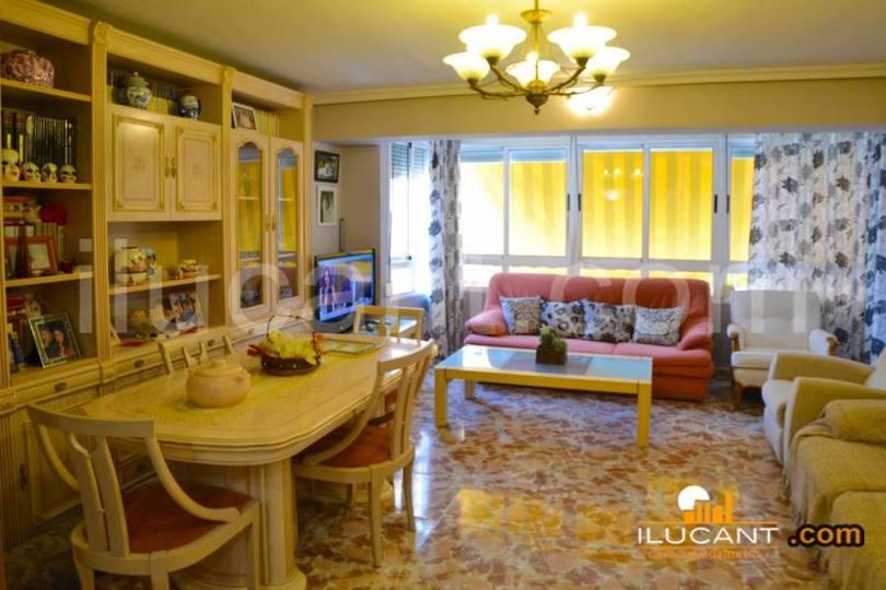 Alicante,Alicante,España,3 Bedrooms Bedrooms,2 BathroomsBathrooms,Pisos,12674