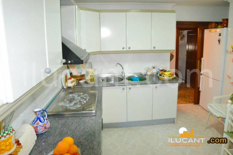 Alicante,Alicante,España,4 Bedrooms Bedrooms,1 BañoBathrooms,Pisos,12675