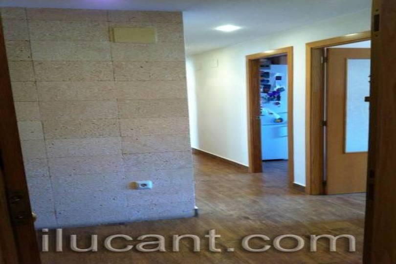 Alicante,Alicante,España,4 Bedrooms Bedrooms,2 BathroomsBathrooms,Pisos,12704
