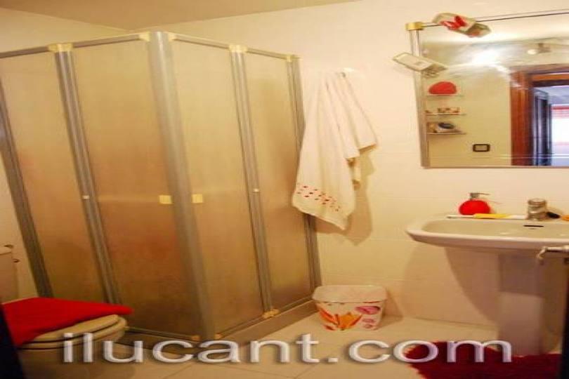 Alicante,Alicante,España,3 Bedrooms Bedrooms,2 BathroomsBathrooms,Pisos,12705