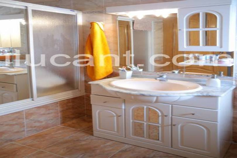 Alicante,Alicante,España,3 Bedrooms Bedrooms,2 BathroomsBathrooms,Pisos,12708