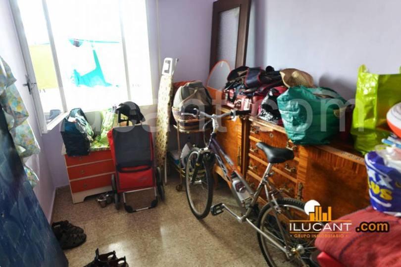 Alicante,Alicante,España,4 Bedrooms Bedrooms,1 BañoBathrooms,Pisos,12709