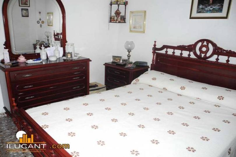Alicante,Alicante,España,4 Bedrooms Bedrooms,1 BañoBathrooms,Pisos,12710