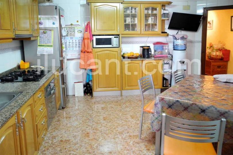 Alicante,Alicante,España,3 Bedrooms Bedrooms,2 BathroomsBathrooms,Pisos,12712