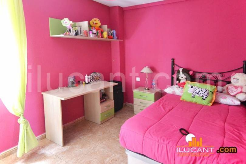 Alicante,Alicante,España,4 Bedrooms Bedrooms,2 BathroomsBathrooms,Pisos,12719