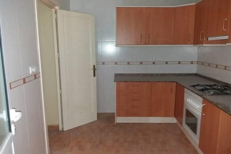 Alicante,Alicante,España,4 Bedrooms Bedrooms,1 BañoBathrooms,Pisos,13904