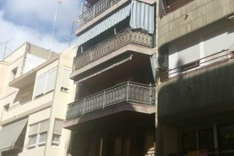 Alicante,Alicante,España,3 Bedrooms Bedrooms,2 BathroomsBathrooms,Pisos,13916