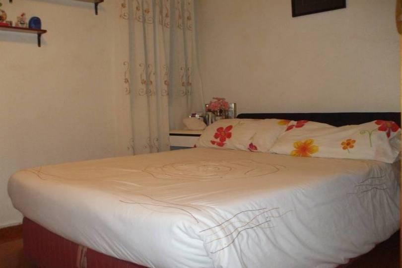 Alicante,Alicante,España,3 Bedrooms Bedrooms,1 BañoBathrooms,Pisos,14218