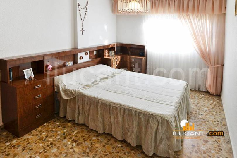 Alicante,Alicante,España,4 Bedrooms Bedrooms,2 BathroomsBathrooms,Pisos,14221