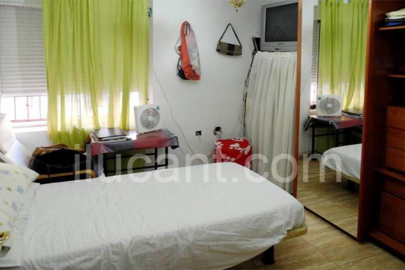Alicante,Alicante,España,3 Bedrooms Bedrooms,1 BañoBathrooms,Pisos,14225