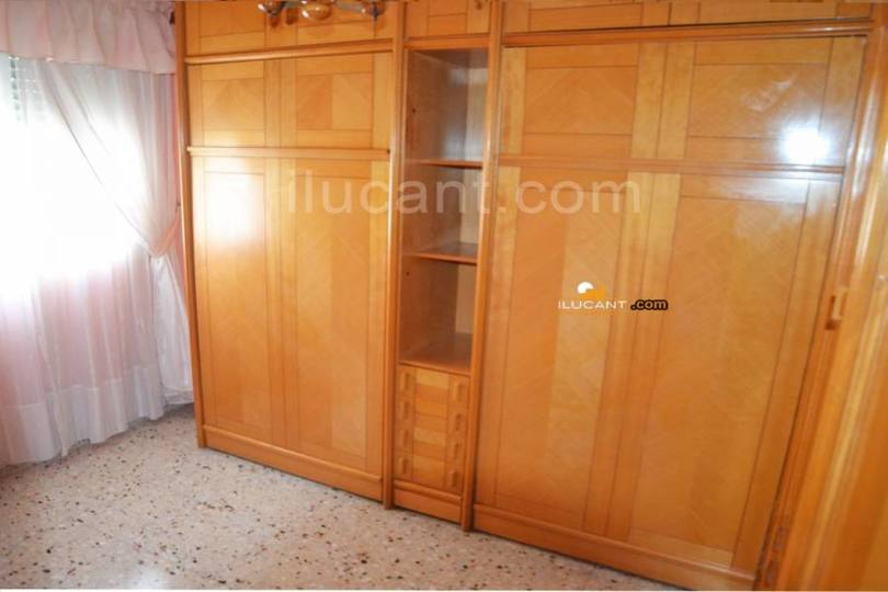 Alicante,Alicante,España,4 Bedrooms Bedrooms,1 BañoBathrooms,Pisos,14237