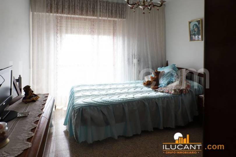 Alicante,Alicante,España,4 Bedrooms Bedrooms,2 BathroomsBathrooms,Pisos,14242