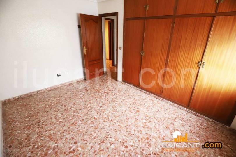 Alicante,Alicante,España,4 Bedrooms Bedrooms,2 BathroomsBathrooms,Pisos,14245