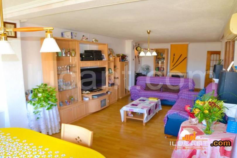 Alicante,Alicante,España,4 Bedrooms Bedrooms,1 BañoBathrooms,Pisos,14277