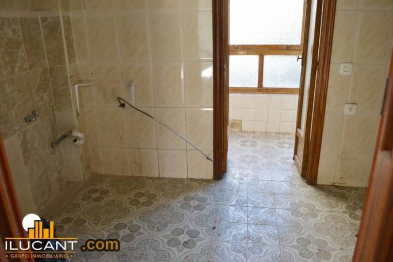 Alicante,Alicante,España,3 Bedrooms Bedrooms,1 BañoBathrooms,Pisos,14300