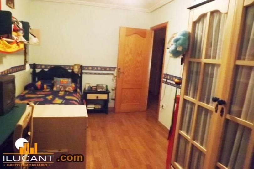 Alicante,Alicante,España,3 Bedrooms Bedrooms,2 BathroomsBathrooms,Pisos,14301