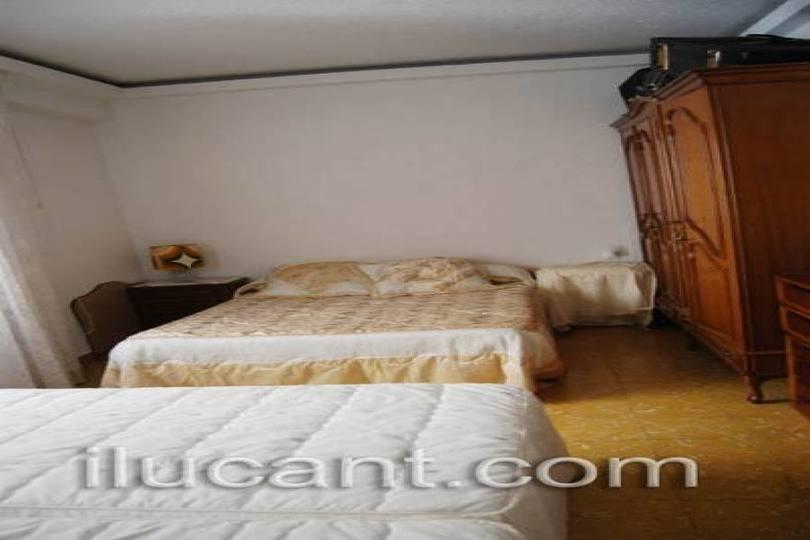 Alicante,Alicante,España,3 Bedrooms Bedrooms,2 BathroomsBathrooms,Pisos,14316