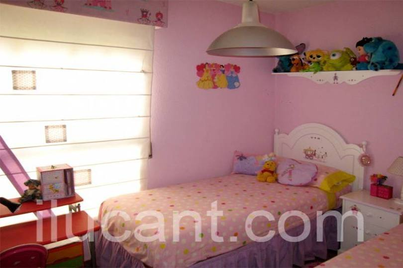 Alicante,Alicante,España,4 Bedrooms Bedrooms,2 BathroomsBathrooms,Pisos,14336
