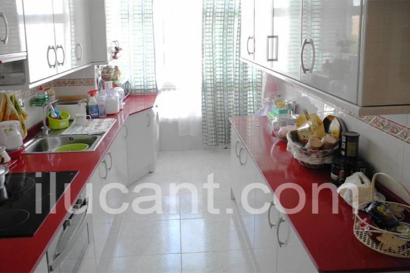Alicante,Alicante,España,3 Bedrooms Bedrooms,1 BañoBathrooms,Pisos,14337