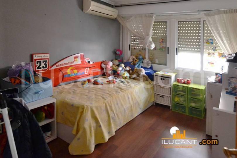 Alicante,Alicante,España,3 Bedrooms Bedrooms,1 BañoBathrooms,Pisos,14350