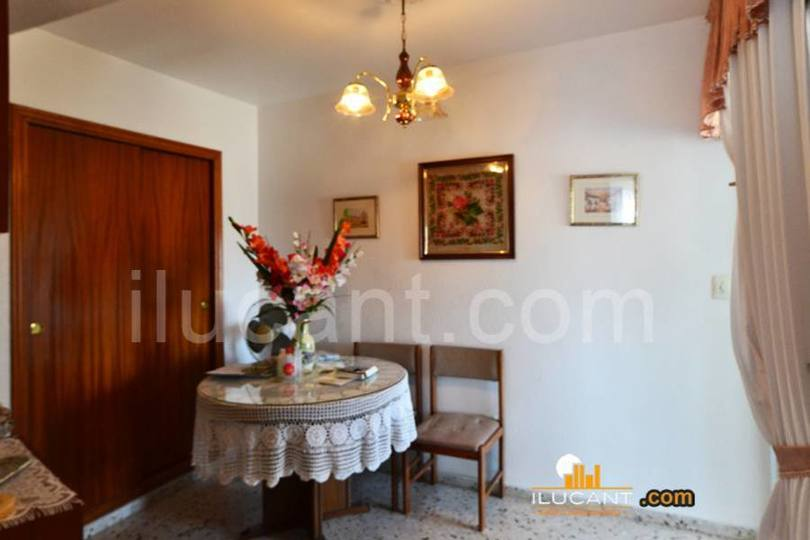 Alicante,Alicante,España,4 Bedrooms Bedrooms,1 BañoBathrooms,Pisos,14351