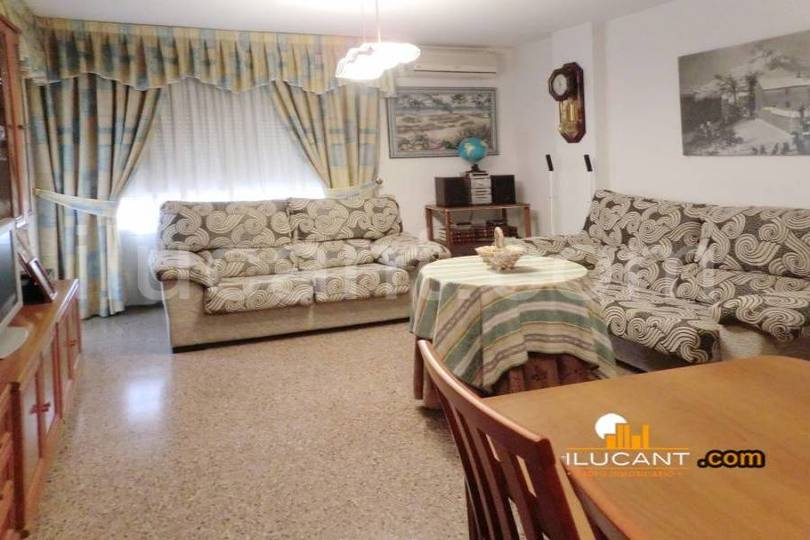 Alicante,Alicante,España,4 Bedrooms Bedrooms,2 BathroomsBathrooms,Pisos,14365