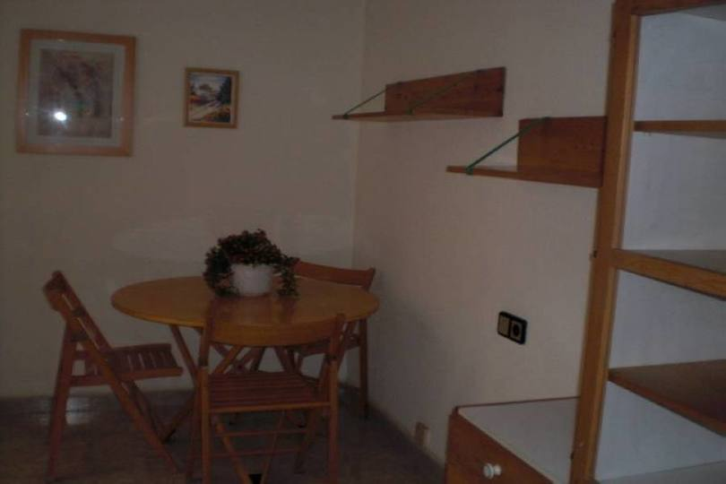 Alicante,Alicante,España,4 Bedrooms Bedrooms,1 BañoBathrooms,Pisos,14395