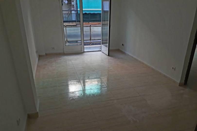 Alicante,Alicante,España,3 Bedrooms Bedrooms,1 BañoBathrooms,Pisos,14442