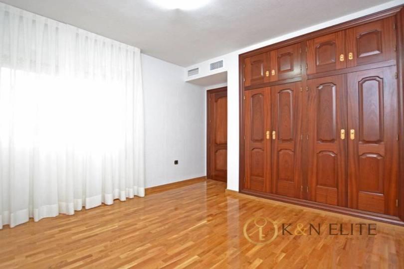Alicante,Alicante,España,4 Bedrooms Bedrooms,2 BathroomsBathrooms,Pisos,14475