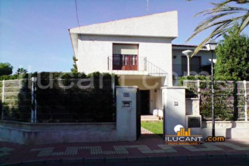 el Campello,Alicante,España,4 Bedrooms Bedrooms,3 BathroomsBathrooms,Casas,15240