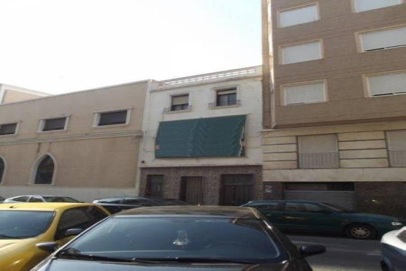 Elche,Alicante,España,9 Bedrooms Bedrooms,3 BathroomsBathrooms,Casas,15720