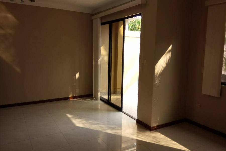 SAMBORONDON,GUAYAS,Ecuador,3 Habitaciones Habitaciones,3 BañosBaños,Casas,2340