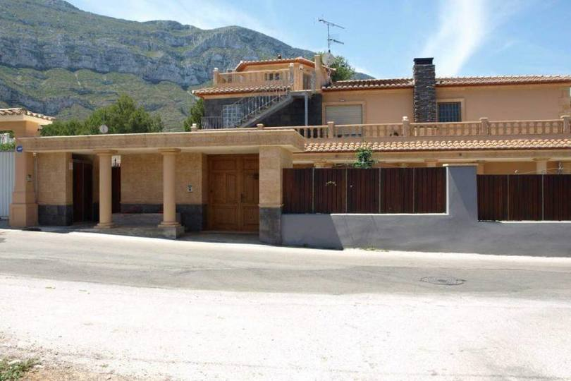 Dénia,Alicante,España,5 Bedrooms Bedrooms,3 BathroomsBathrooms,Chalets,17067