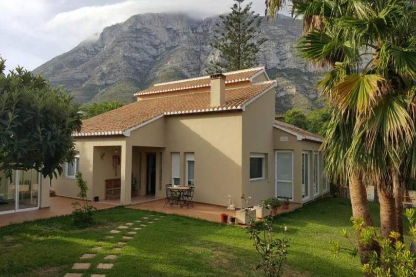 Dénia,Alicante,España,5 Bedrooms Bedrooms,2 BathroomsBathrooms,Chalets,17158