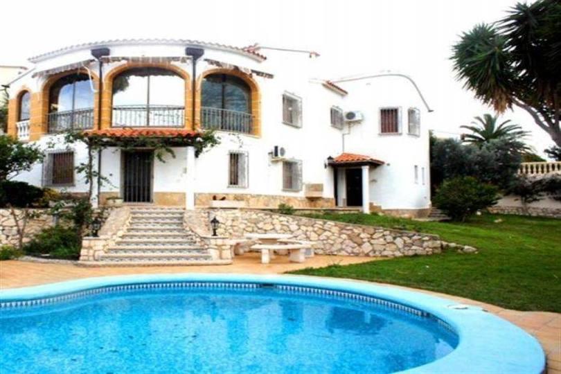 Dénia,Alicante,España,4 Bedrooms Bedrooms,4 BathroomsBathrooms,Chalets,17240
