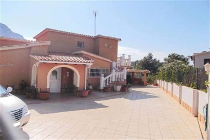 Dénia,Alicante,España,4 Bedrooms Bedrooms,3 BathroomsBathrooms,Chalets,17384